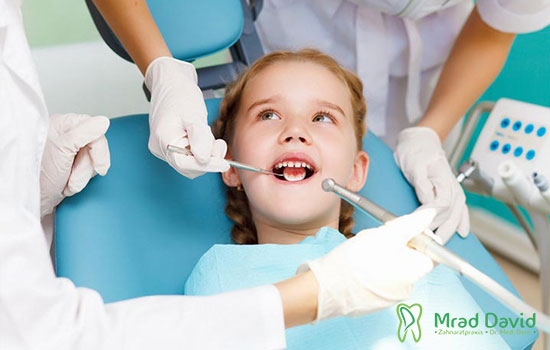 Kinder zähnen